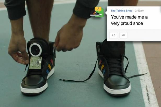 Google révolutionne la publicité et lance des chaussures qui parlent !