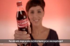 Naöelle comme d'autres animateurs de M6 dédicace son coca cola pendant la pub pour la campagne marketing de la marque