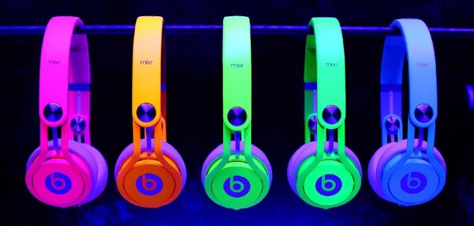 Pour promouvoir sa nouvelle gamme de casque Neon Mixr, Beats by Dre fait appel à David Guetta et aux Twins qui enflamment la tournée de Beyoncé