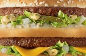 McDonald'set son partenaire TBWA Paris ont imaginé une nouvelle campagne presse sans logo, ni accroche seulement les produits les plus célèbres en très gros plan