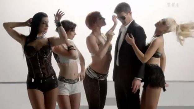 TF1 diffuse la bande annonce de Danse avec les Stars sur le tritre Blurred Lines on retrouve le chanteur Robin Thicke entouré des danseurs de l'émission
