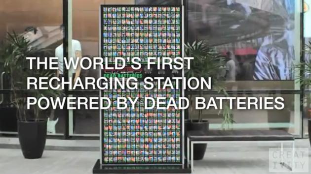 La marque de boisson lactée à base de lait de soja, Vitamilk a imaginé avec son agence BBDO Thaïlande un kiosque d'énergie regroupant des piles usagées permettant d'offrir aux passant de la batterie supplémentaire