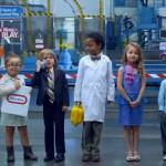 les enfants qui travaillent à l'usine de Little Tikes