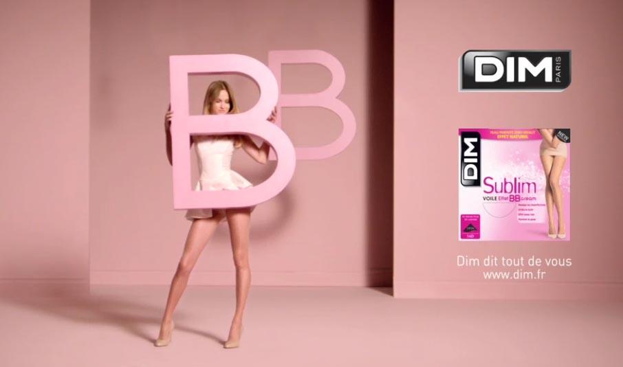 Dim et publicis 133 nous transporte dans un univers cosmétique poudré et pastel pdans un spot TV présentant sa nouvelle gamme Sublim Voile effet BB Cream réalisé par Carole Denis