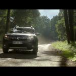 Dacia améliore son SUV et se moque des modèles concurrents dans sa publicité
