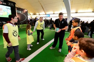 un espace de 250m² dédié au rugby est mis en place à Auber avec des ateliers touche et passe