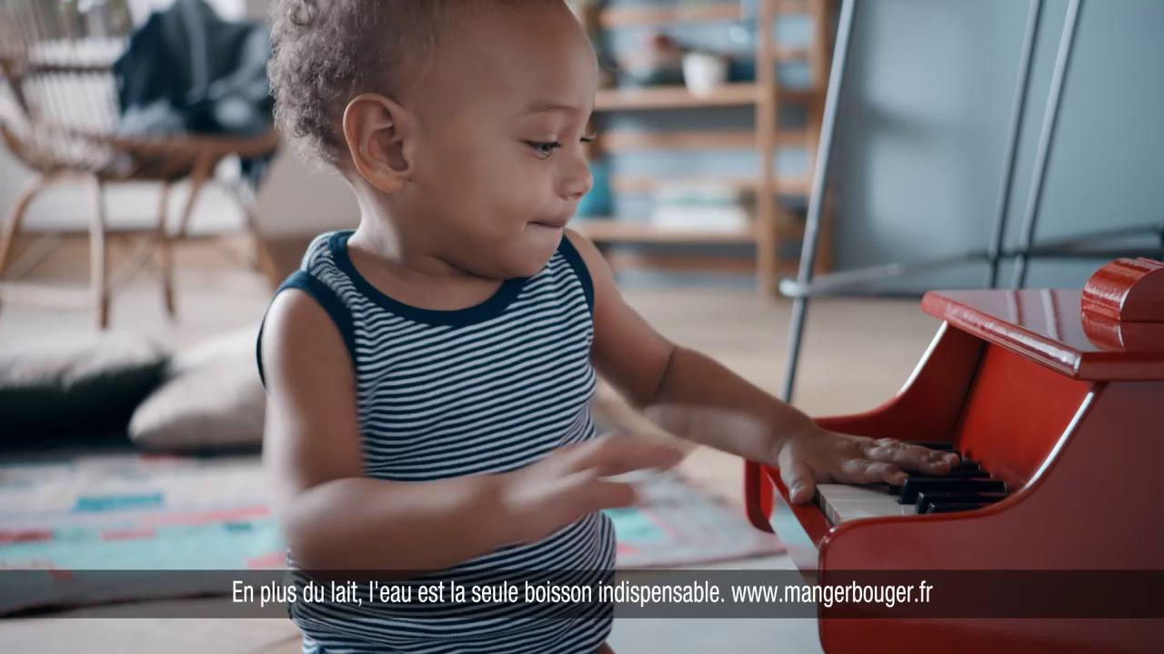 guigoz et publicis conseil illustrent la feel good attitude dans une campagne positive avec les bébé guigoz