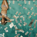 beyoncé nage dans ses dollars