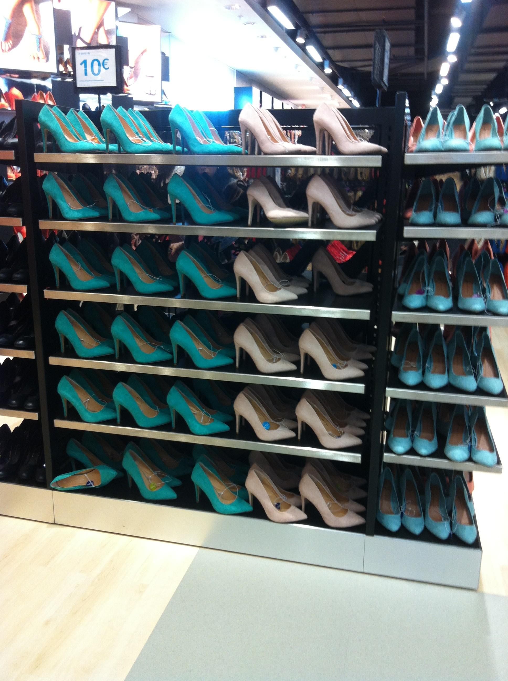 des chaussures encore des chaussures