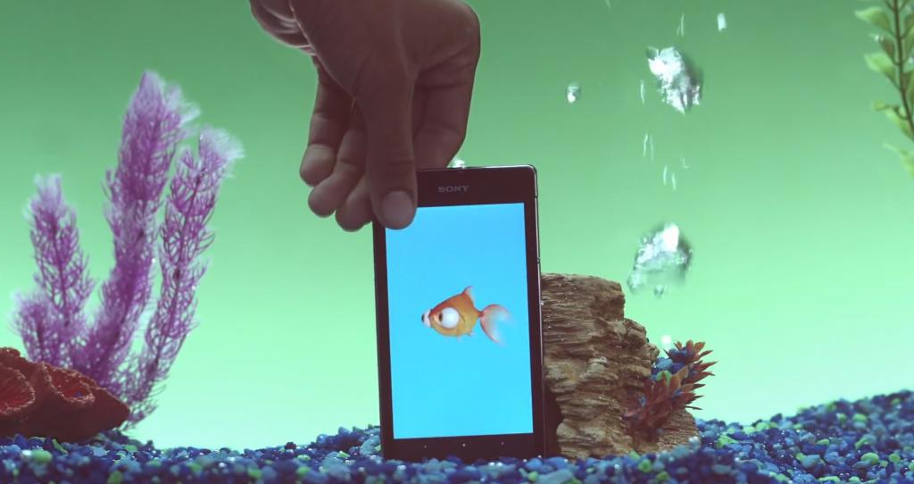 avec underwater apps de Sony vous allez pouvoir prendre soin d'un petit poisson tamagotchi