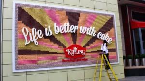la marque de pâtisserie a fait concevoir un panneau publicitaire coméstible