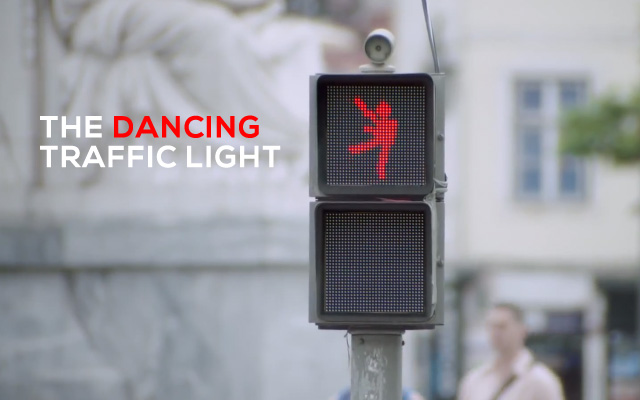 SMART fait patienter avec de la danse