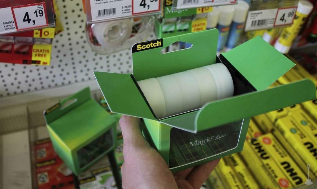 alors que scotch crée l'illusion d'une boite vide, elle dissimule en fait ses rouleaux