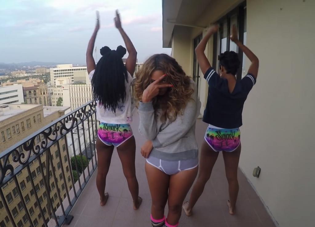 Beyoncé sur son balcon avec ses copines