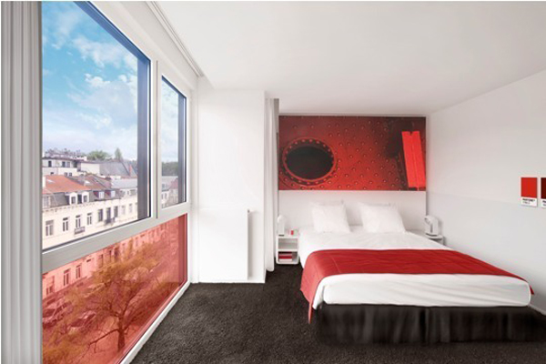 une chambre rouge pantone