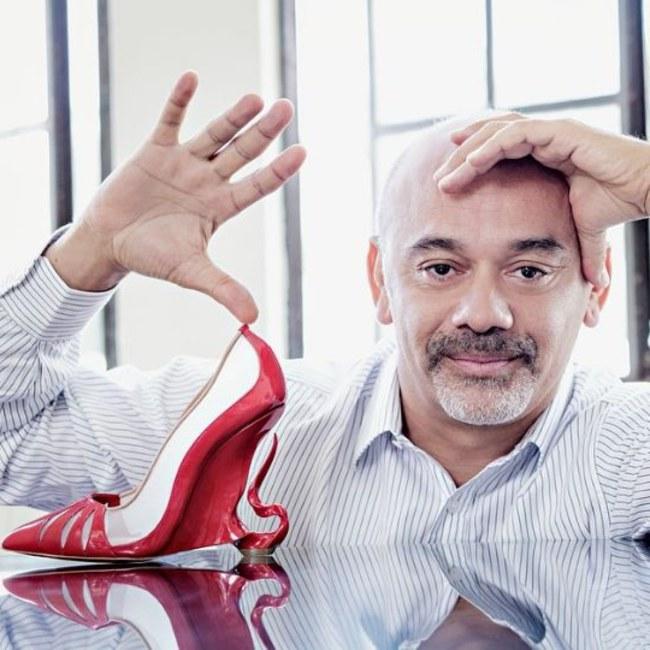 des chaussures à l'image du personnage du dessin animé disney Malefique