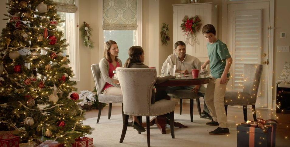 Orange présente son super cadeau qui apporte la magie pour Noël
