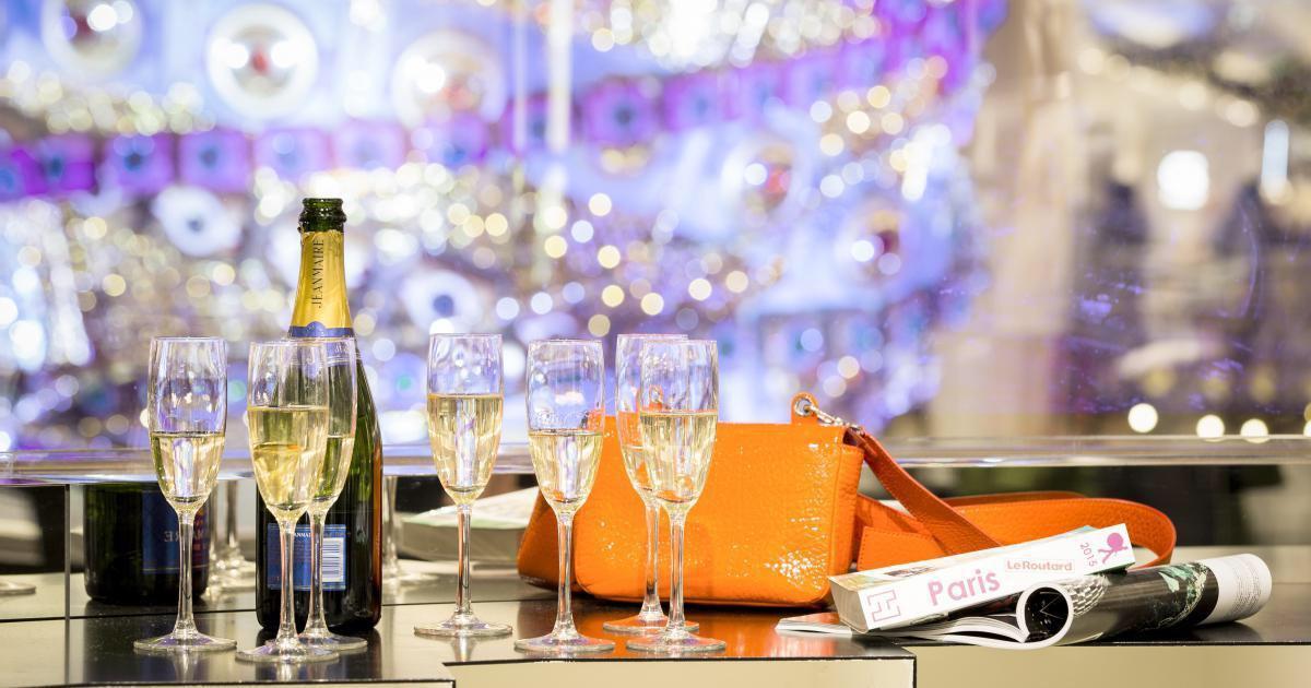 Au programme de cette merveilleuse nuit au temple de la mode : Champagne, dîner, shopping en avant première, conseils d'un personal shopper et nuit sous la coupole