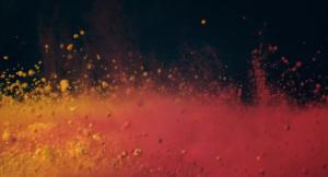 explosions de couleurs, de fumée et de paillettes au ralenti avec les produits LUSH