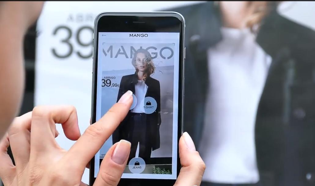 Une affiche Mango vous permet d'acheter en un flash des produits coup de coeur