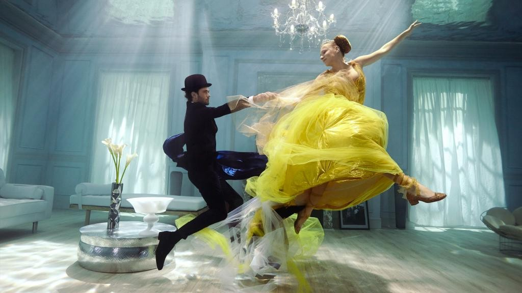 Kusmi Tea met en scène Anastasia dans une valse onirique