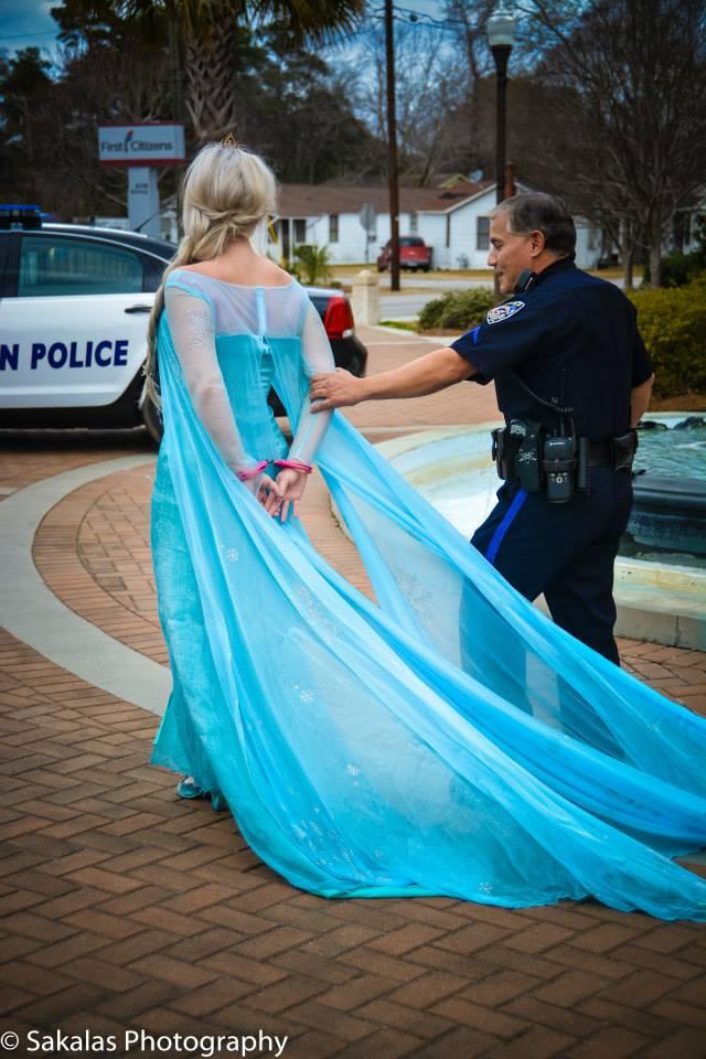 l'officier de police lui a demandé de le suivre  et de faire cesser ce froid glacial