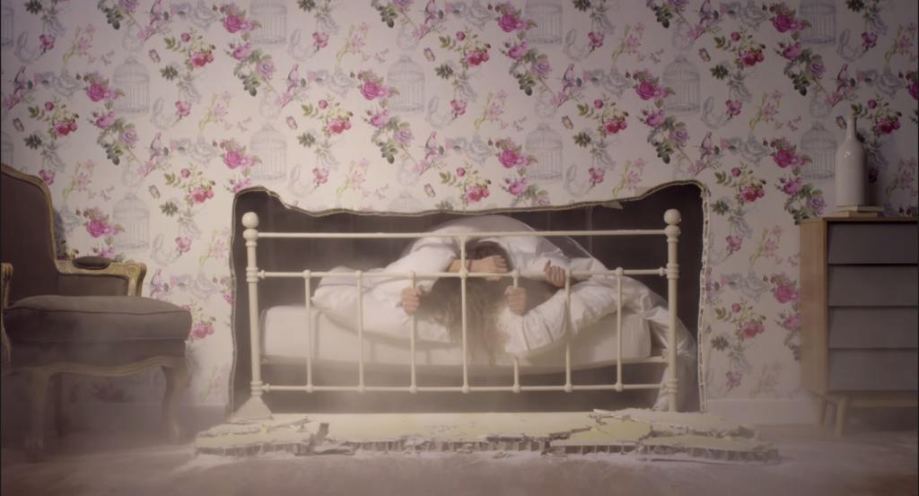 Alors aimez vous soyez fous mais attention ne à ne pas cassez le lit