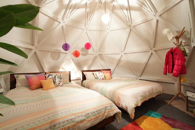 airbnb étonne encore en aménageant un igloo en logement au japon