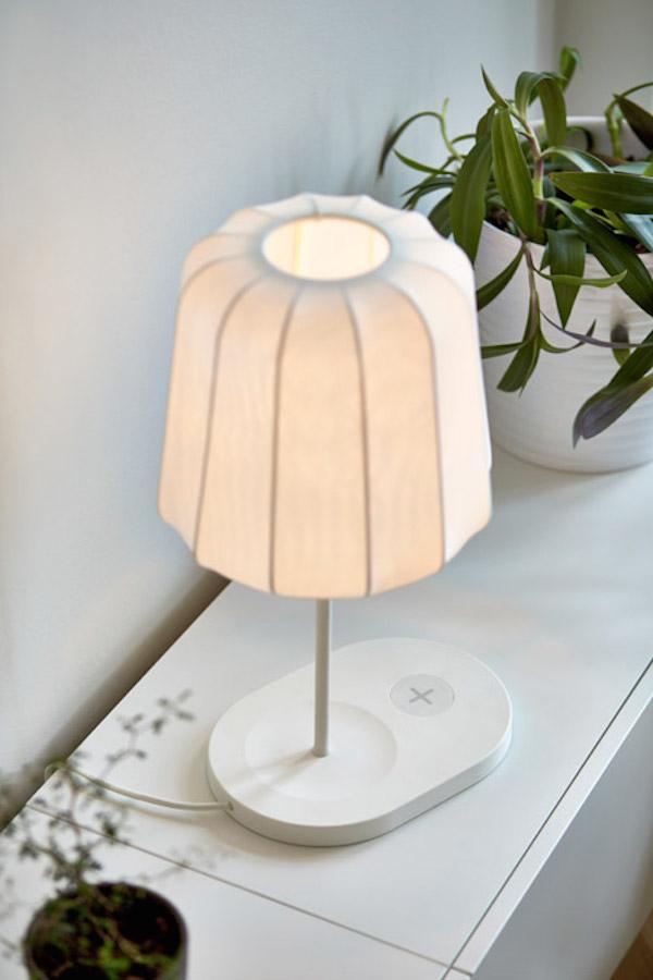 une simple lampe devient un rechargement pour votre smartphone