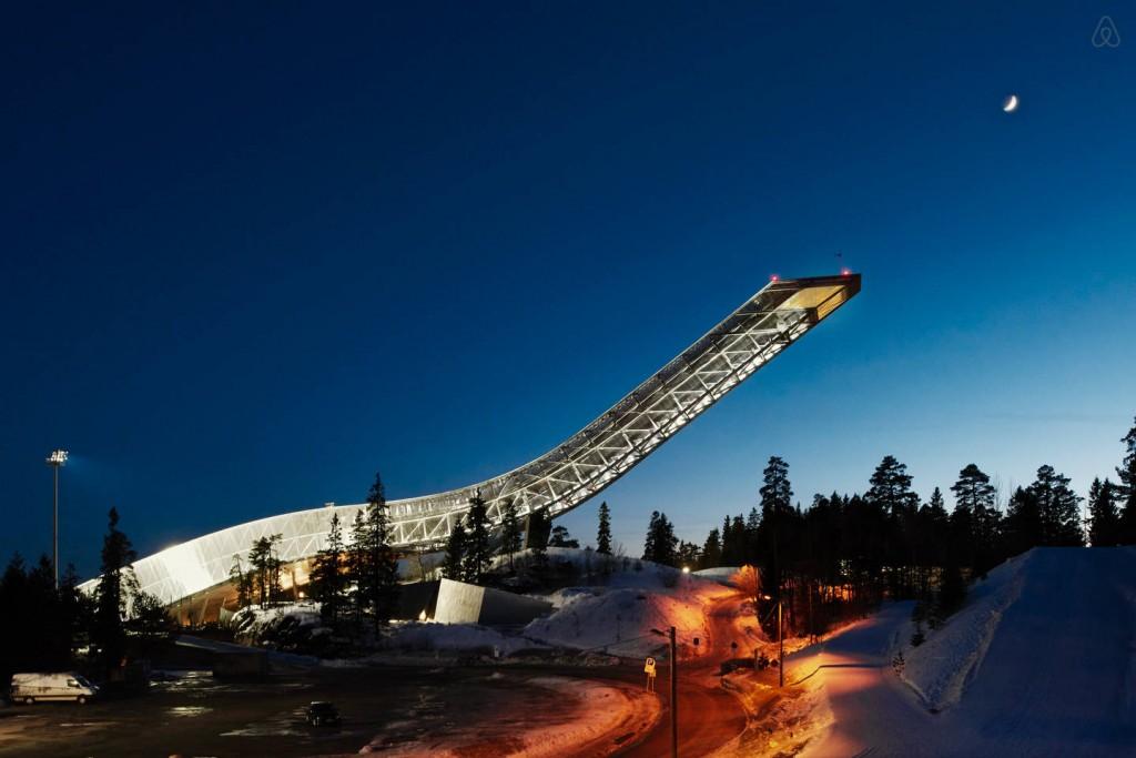Airbnb a proposé une nuit insolite dans le tremplin  Holmenkollbakken à Oslo