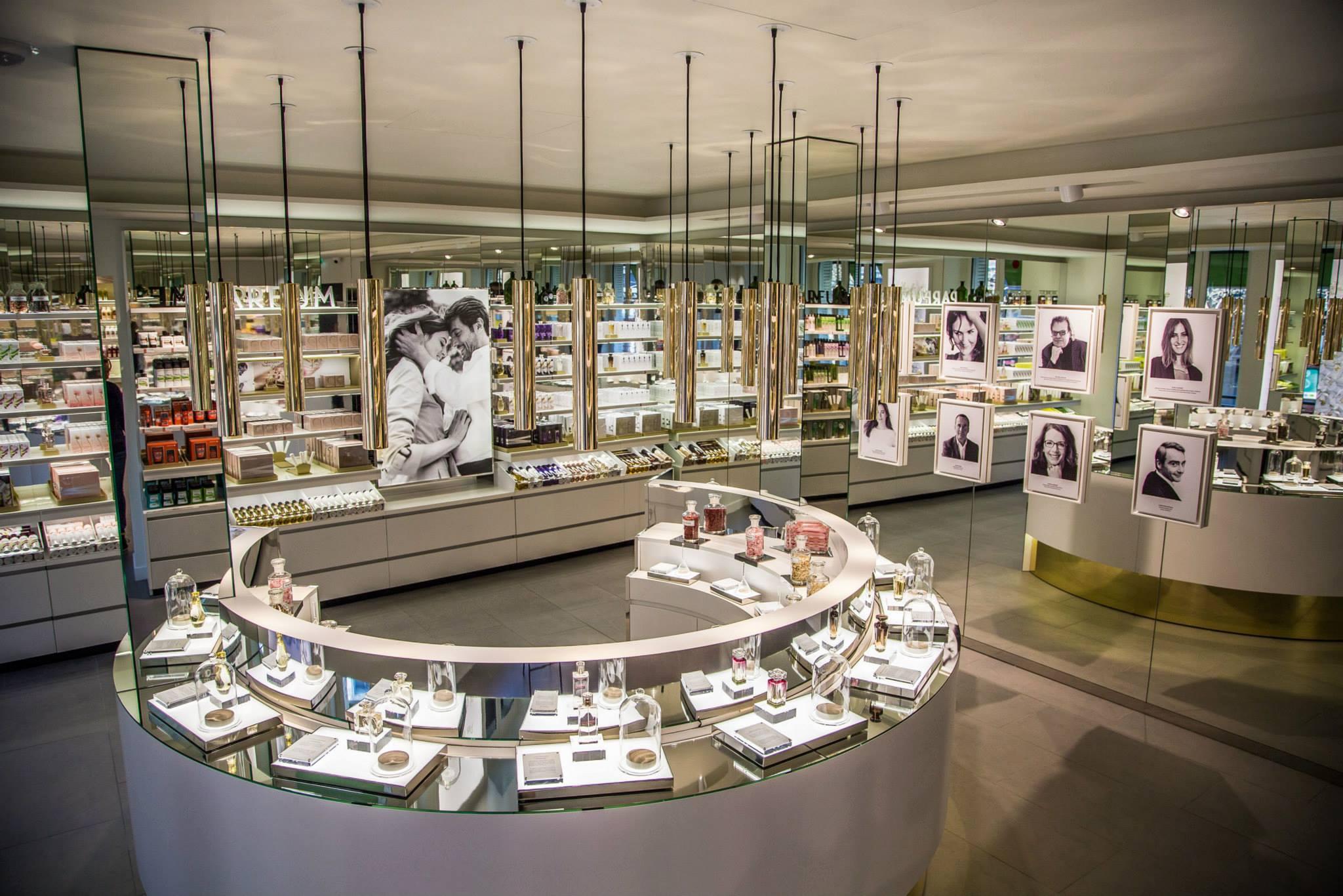 Le premier étage est dédié aux parfums et met en avant les différents senteurs imaginées par les grands nez pour Yves Rocher