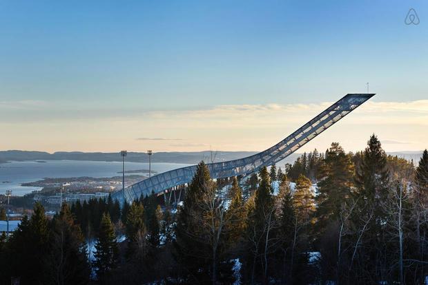 Pour les adeptes de sensations, Airbnb a offert une nuit insolite dans un tremplin de ski en norvège