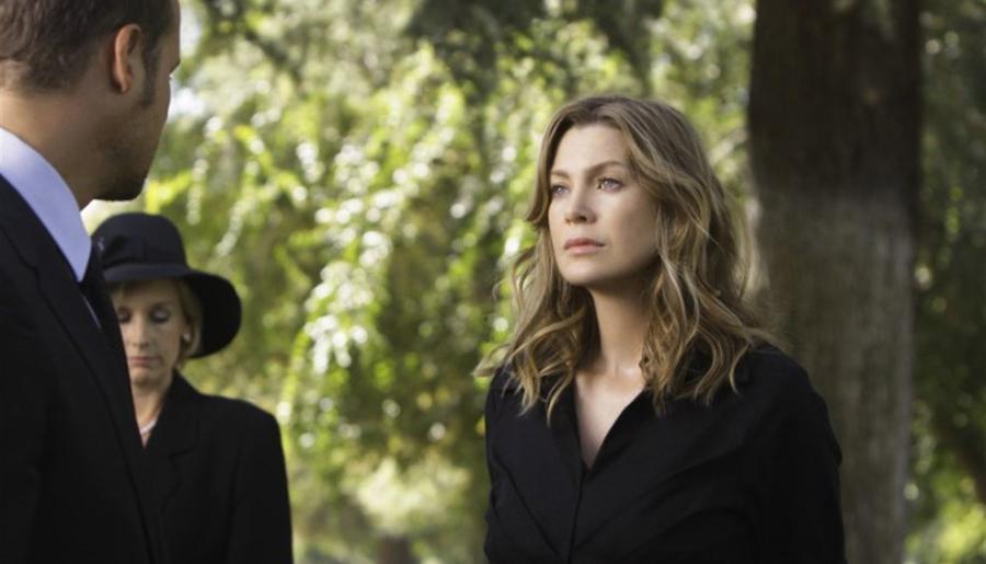 Meredith aux funérailles de Derek...
