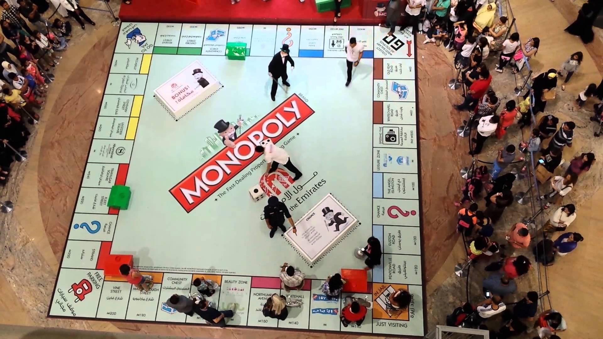 Une partie de Monopoly grandeur nature dans le centre commercial Mall of Emirates