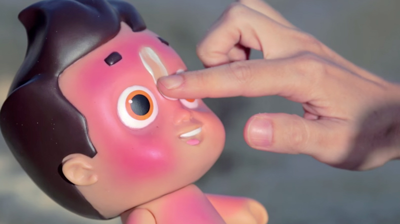 si la Nivea Doll n'a pas de crème elle devient toute rouge au soleil