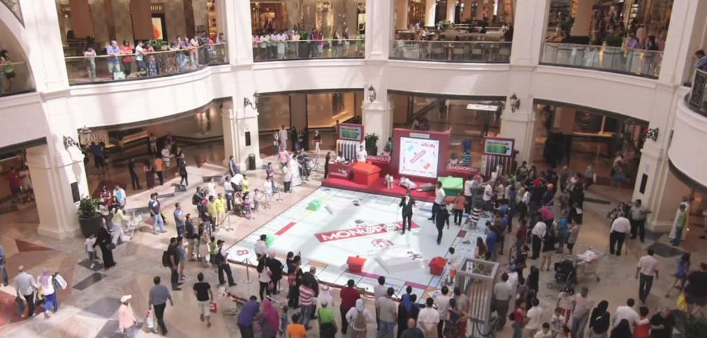 Le centre commercial Mall of Emirates a accueilli une partie de Monopoly géant