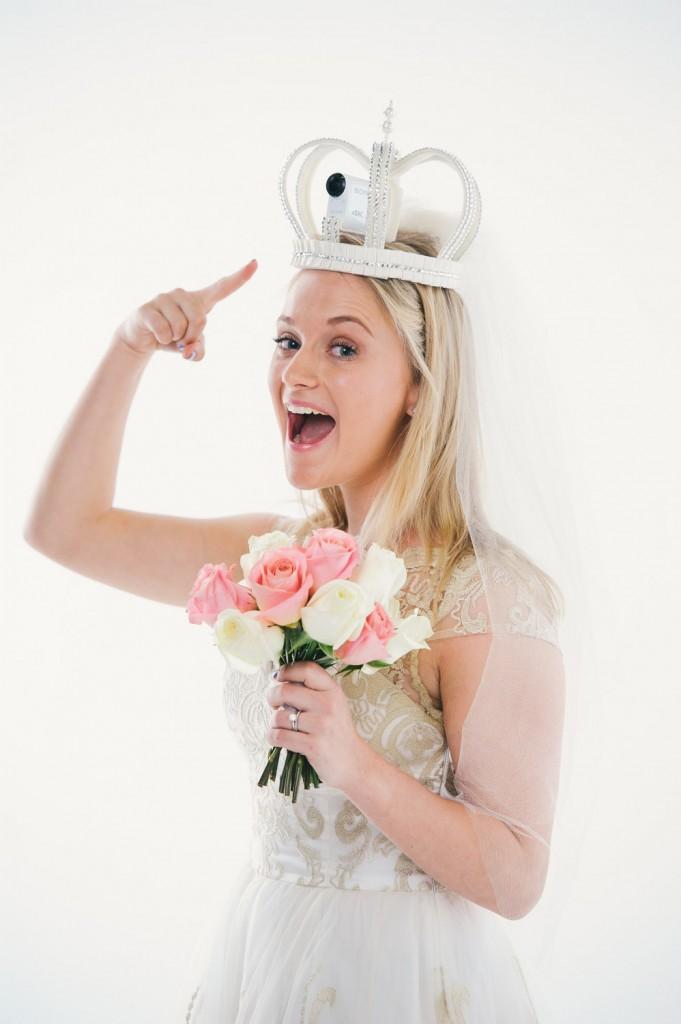 En voile ou dans une couronne, Sony s'associe à Rosie Olivia Millinery pour la conception d'accessoires de mariage connectés