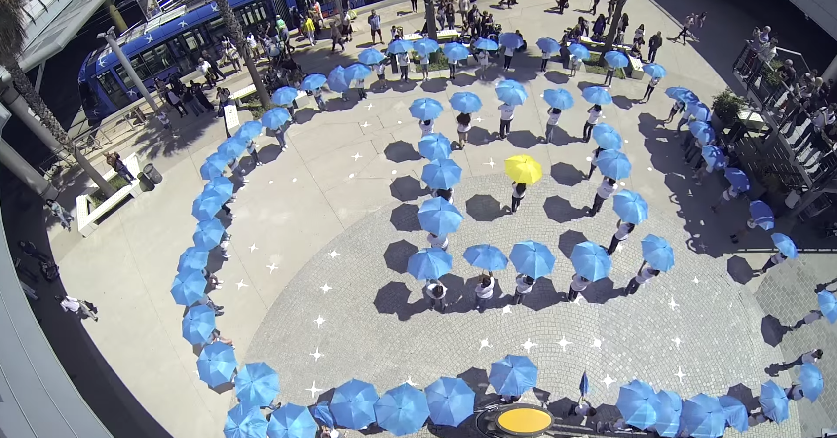 Les clients du centre Odysseum se sont laissés surprendre par un joli flashmob fun et coloré
