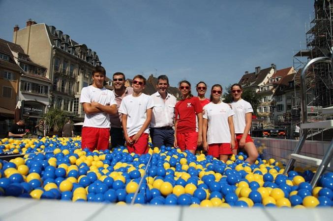Pour célébrer l'ouverture de son magasin à Mulhouse, Ikea a installé une piscine des plus particulières