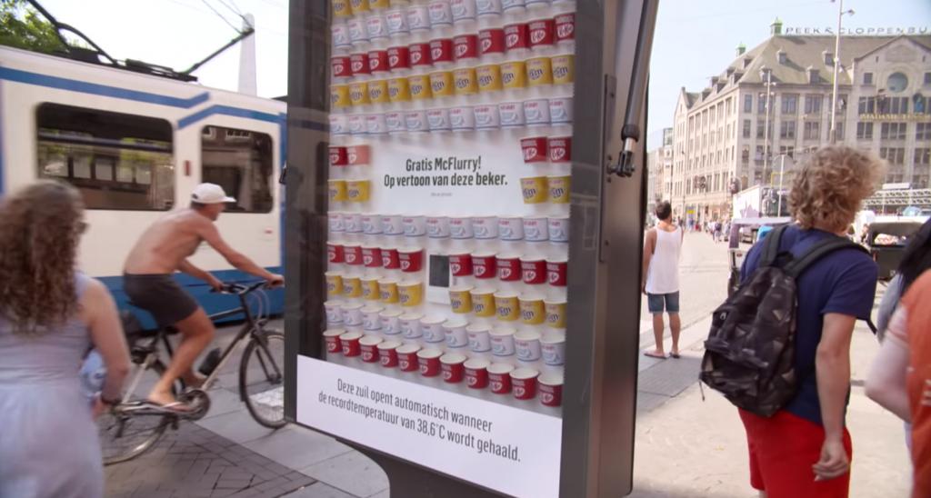McDonald's a installé un panneau d'affichage des plus particulier pendant la canicule à Amsterdam