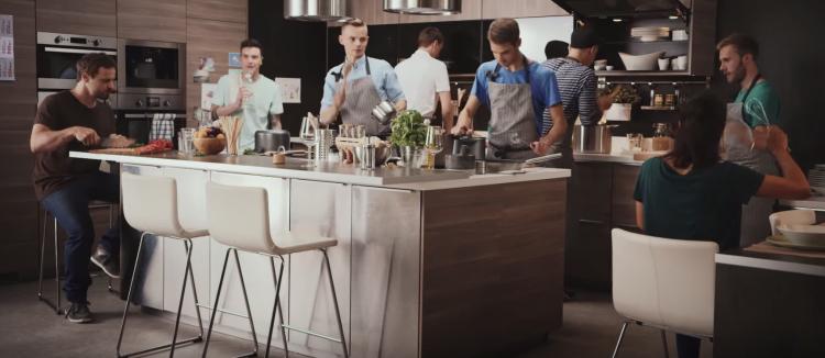 Ikea a fait réaliser un spot à partir d'ustensiles de cuisine