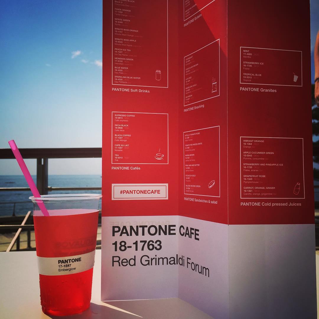 Une boisson couleur Pantone à déguster sous le soleil de Monaco