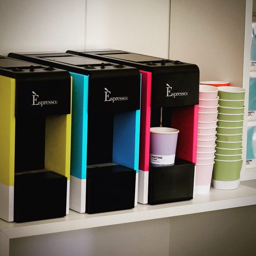 Les cafetières aussi sont aux couleurs de Pantone