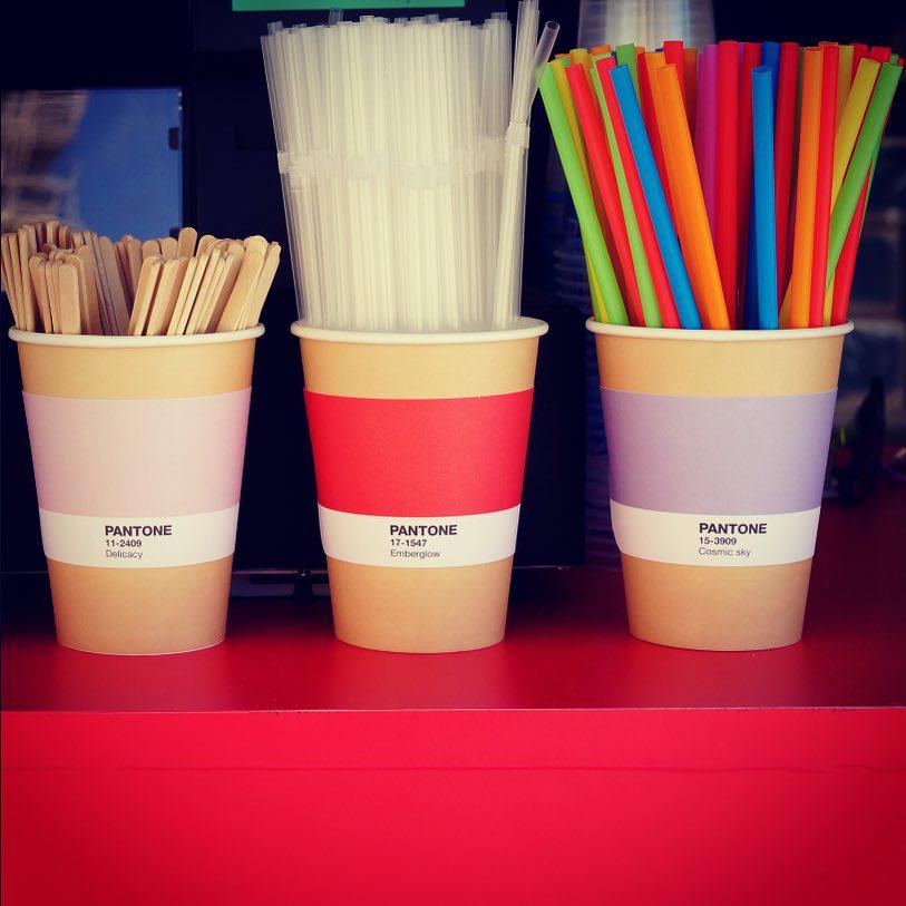 Une café éphémère Pantone qui ne se contente pas d'être design