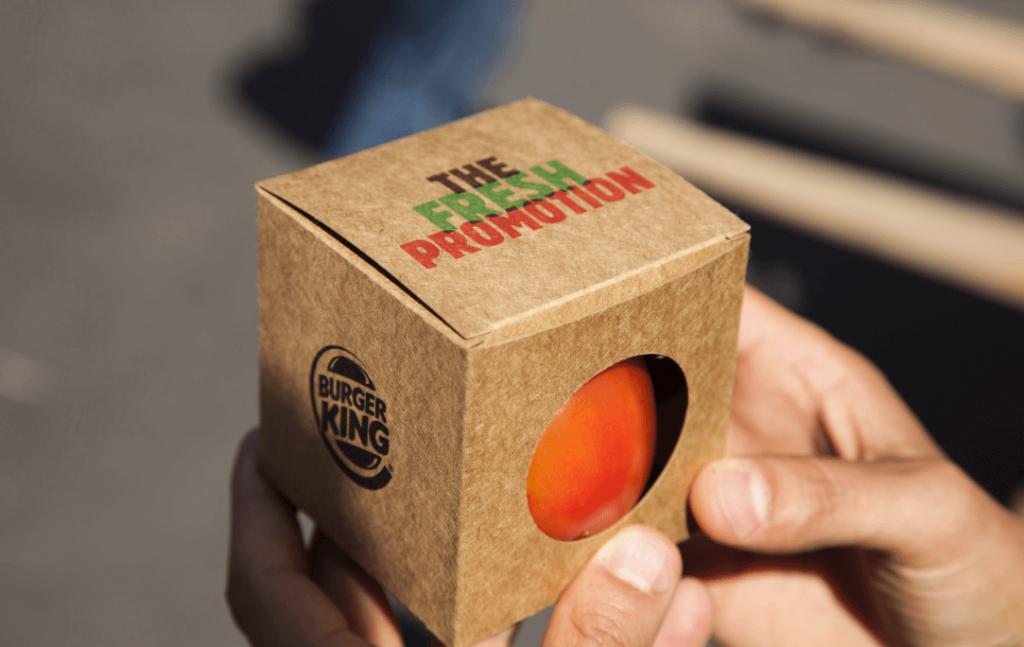 Des tomates fraiches que Burger King échange gratuitement contre des Whopper si les passants les ramène au restaurant