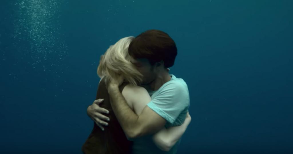 Un clip qui incarne avec poésie l'amour en version sous marine