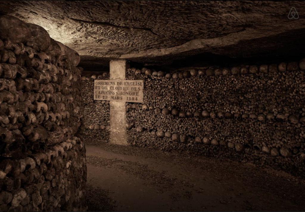 Pour Halloween, Airbnb vous offre des frissons dans les Catacombes de Paris