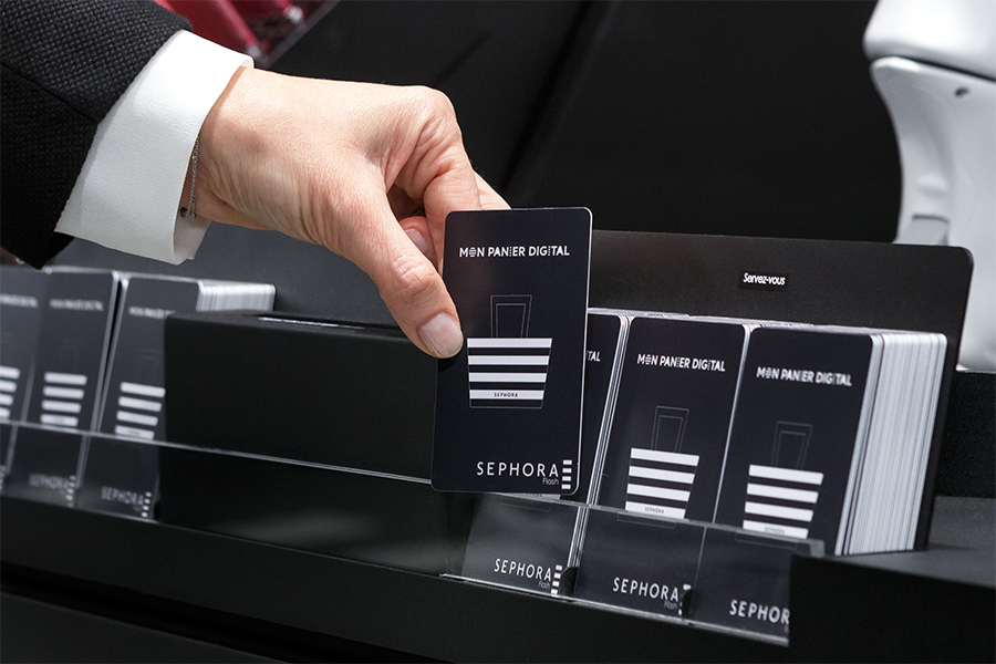 Une carte NFC permet de faire son shopping en boutique et sur l'eshop
