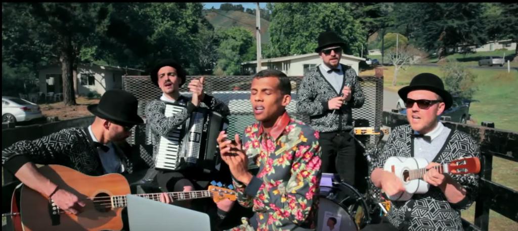 Une arrestation n'empêchent pas Stromae et son groupe de performer en pleine campagne américaine