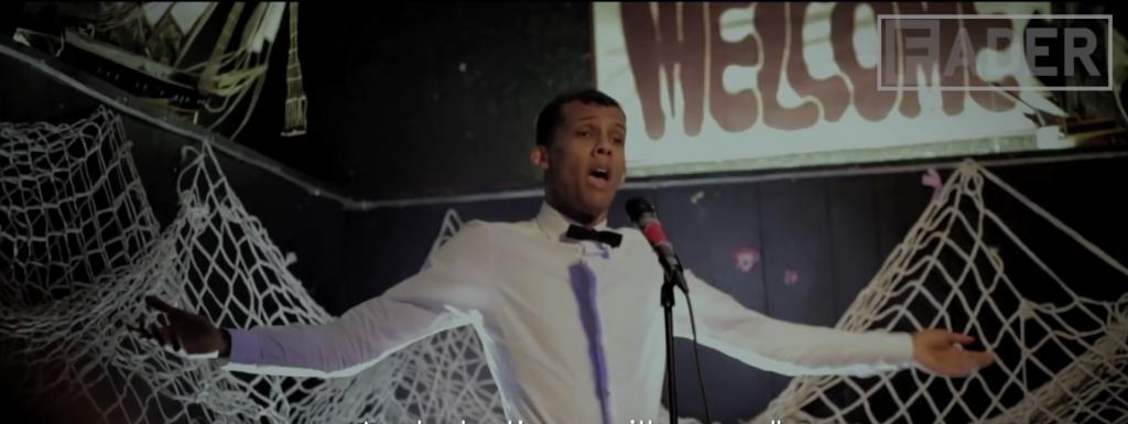 Stromae a choisi un bar à Seattle pour interpréter sa chanson Formidable en français